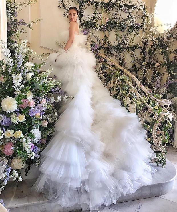 Hình ảnh Cận cảnh chiếc váy cưới mà bất kì cô dâu nào cũng mơ ước số 2