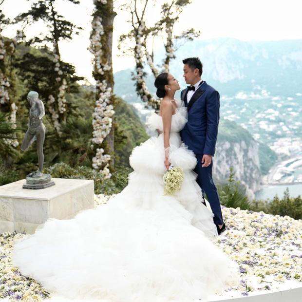 Hình ảnh Cận cảnh chiếc váy cưới mà bất kì cô dâu nào cũng mơ ước số 3