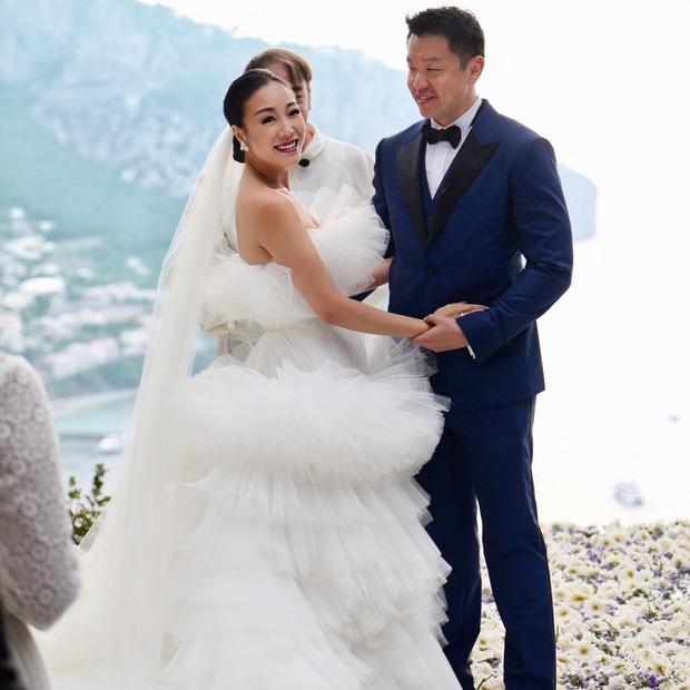 Hình ảnh Cận cảnh chiếc váy cưới mà bất kì cô dâu nào cũng mơ ước số 5