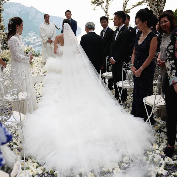 Hình ảnh Cận cảnh chiếc váy cưới mà bất kì cô dâu nào cũng mơ ước số 7