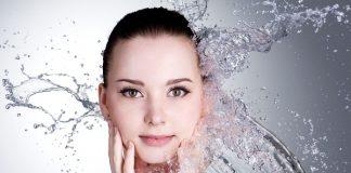 Kết quả hình ảnh cho Bổ sung nước cho cơ thể để dưỡng ẩm cho môi