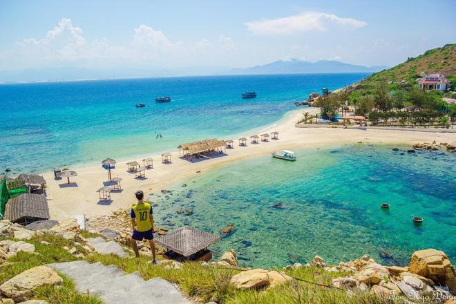 Những con đường giữa biển đẹp mê hồn ở Việt Nam mà bạn chưa biết tới - Ảnh 2.