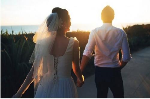 Người phụ nữ sau khi bước ra khỏi nhà đẻ thì hạnh phúc hay không quyết định phần nhiều bởi người chồng. (Ảnh minh họa)
