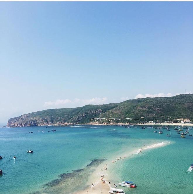 Những con đường giữa biển đẹp mê hồn ở Việt Nam mà bạn chưa biết tới - Ảnh 16.
