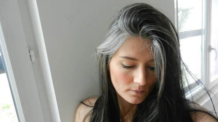 Nguyên nhân chính gây ra tóc bạc sớm ở nữ