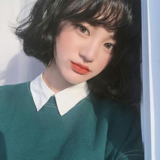Kiểu tóc uốn cụp đuôi Hàn Quốc 2