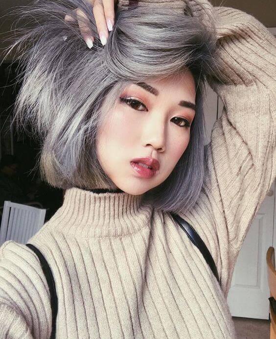 Quyến rũ và nổi bật với mái tóc xám khói