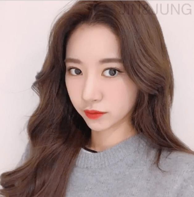 Tóc mái dài rẽ ngôi giữa phong cách Hàn Quốc