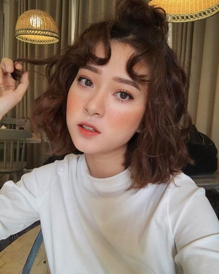 Kiểu tóc xoăn đẹp ngang vai 3
