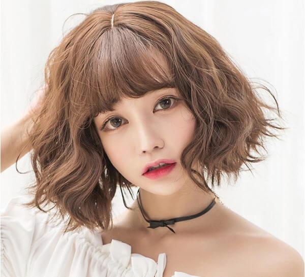 Kiểu tóc xoăn ngắn mái đẹp 3