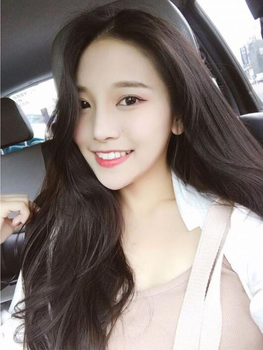 Kiểu tóc xoăn đẹp mái dài 2